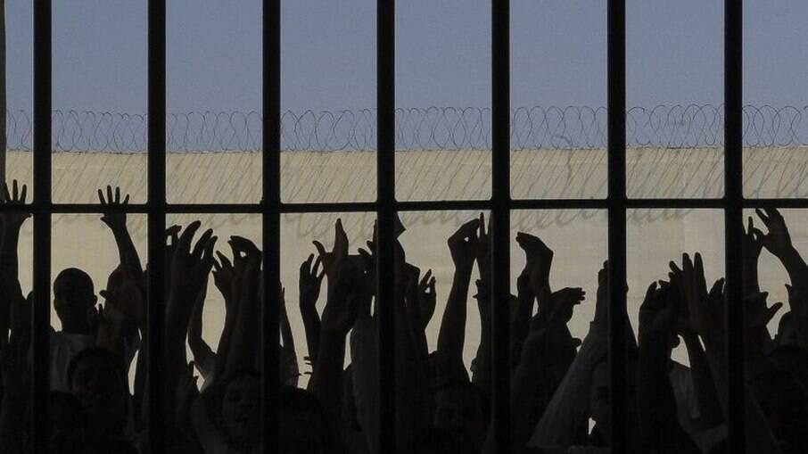 Grupo teria tirado pelo menos três criminosos da prisão