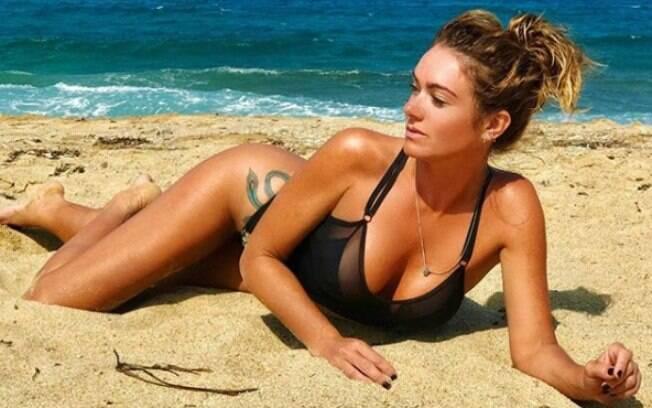 Famosa por seu postura e beleza nas passarelas, aos 38 anos, Luize Altenhofen aproveita momentos de lazer e compartilha fotos sensuais nas redes sociais