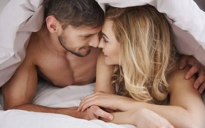Pesquisa revela que casais britânicos preferem fazer sexo aos domingos às 9 da manhã na maior parte das vezes