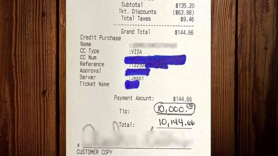 Homem deixa gorjeta generosa para os funcionários