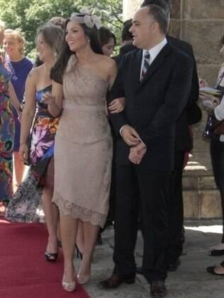 Patrícia Poeta e o marido, Amauri Soares, no casamento de Carla Vilhena