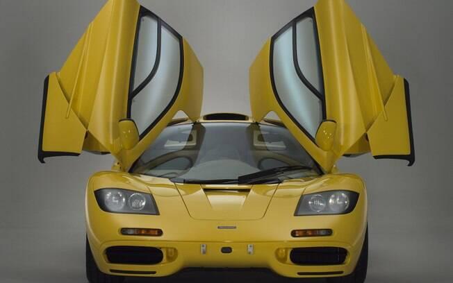 McLaren F1: portas abertas para cima já fazia parte dos itens do F1 que chamaram a atenção em meados dos anos 90
