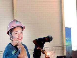 Futuro. Servente de obras, Simônica dos Santos quer fazer agora supletivo e depois curso técnico
