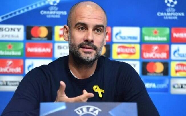 O técnico Pep Guardiola foi multado pela Federação Inglesa de Futebol após fazer protesto político