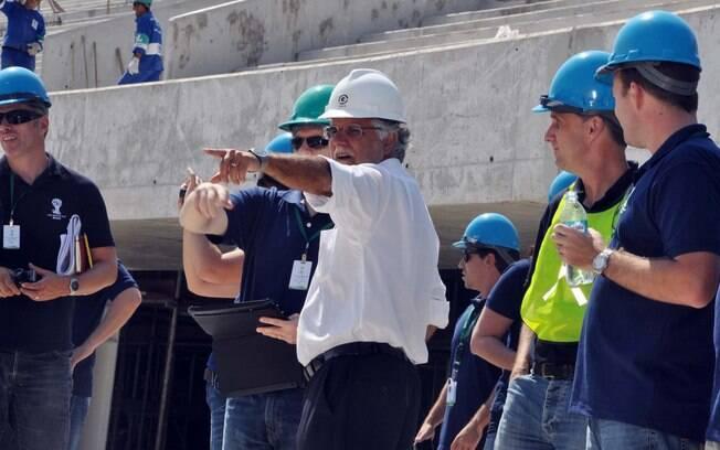 Representantes da Fifa e do COL vistoriam  obras no Maracanã