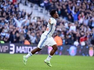 Michy Batshuayi comemora segundo gol do Olympique de Marselha
