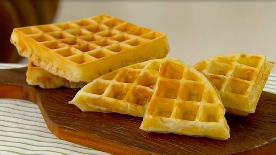 Waffle de pão de queijo para o café da manhã ou café da tarde; aprende