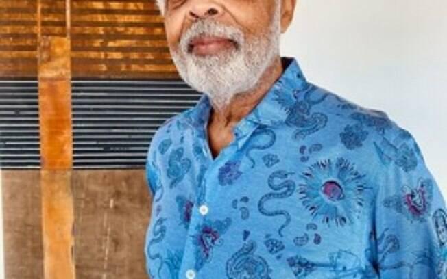 Gilberto Gil é embaixador da campanha #NãoFiqueEsperando da AstraZeneca