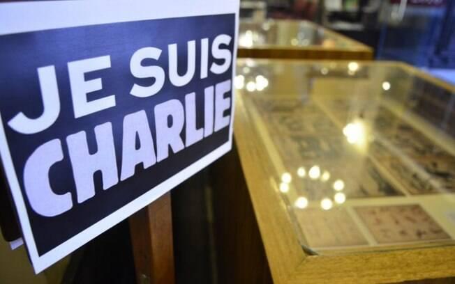 Muitas pessoas mostraram o apoio ao jornal Charlie Hebdo, usando a frase ëu sou Charlie