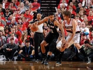 Tim Duncan marcou 19 pontos em triunfo sobre o Portland Trail Blazers