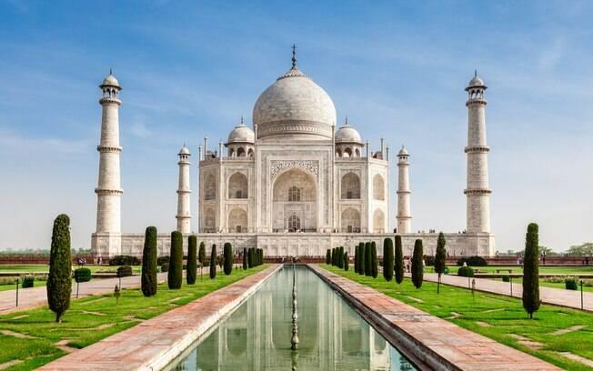 O Taj Mahal é um dos locais sagrados da Índia e um dos pontos turísticos mais visitados pelos viajantes que visitam o país