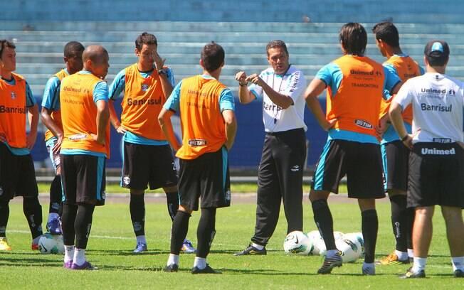 Vanderlei Luxemburgo fez mudanças no time do  Grêmio para enfrentar o River Plate-SE
