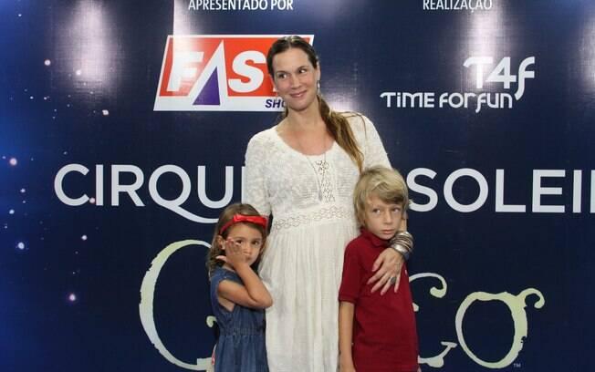 Vanessa Lóes com os filhos Cora e Gael