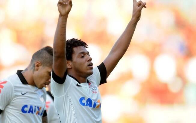 Romarinho comemora gol do Corinthians