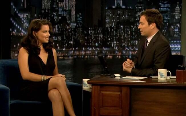 Adriana Lima é entrevistada por Jimmy Fallon: