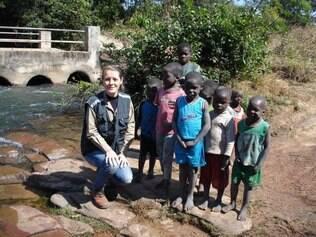 A brasileira Janete passa 45 dias trabalhando em Angola e 15 dias em casa, na África do Sul