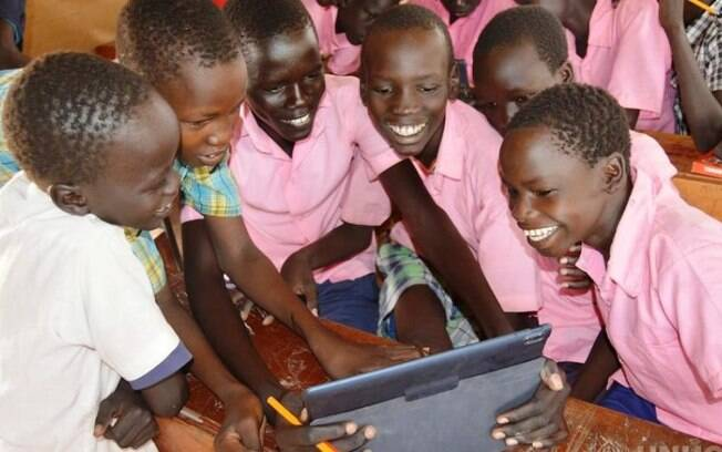 Relatório mostrou que, conforme crianças refugiadas vão crescendo, obstáculos para o ingresso no ensino aumentam