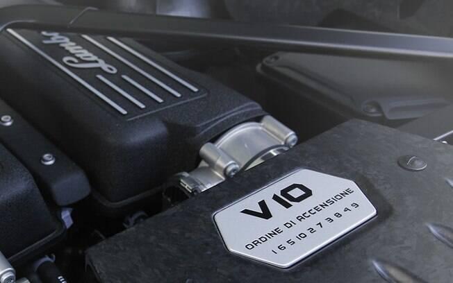 Motor V10 aspirado produz 610 cavalos de potencia