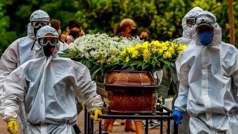 Brasil registra mortes por Covid