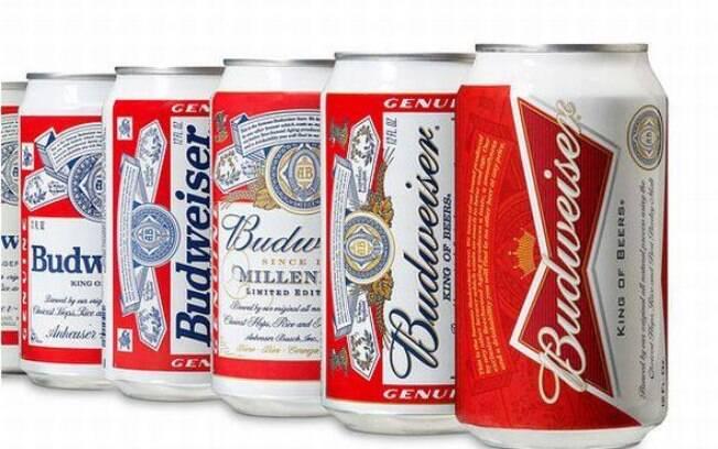Evolução das latas de Budweiser. A nova está em primeiro plano. Foto: Divulgação