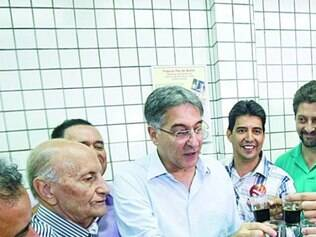 Campanha.Líder de pesquisas, Pimentel pediu votos no centro de BH