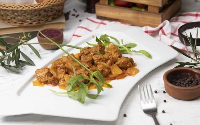 Clique aqui e veja a receita completa da carne assada de panela
