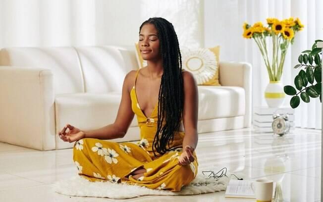 Meditação: veja como acalmar a mente sem sair de casa
