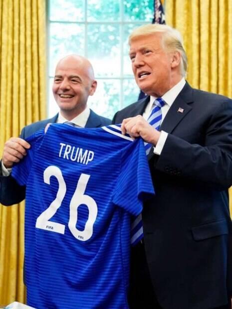 Trump recebeu camisa de Infantino