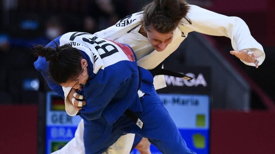 Mayra Aguiar imobiliza adversária e conquista seu terceiro bronze olímpico no judô