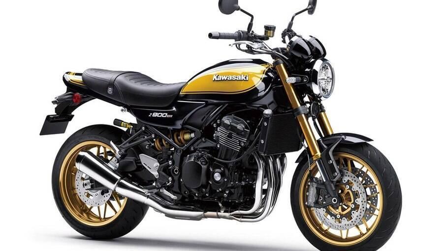 Kawasaki Z900RS SE 2022 possui suspensão aprimorada e pintura retrô como destaques.
