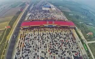 Volta de feriado provoca megacongestionamento em Pequim - Mundo - iG