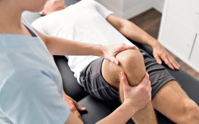 Os pacientes paraplégicos tiveram dispositivos implantados em suas colunas e fizeram fisioterapia