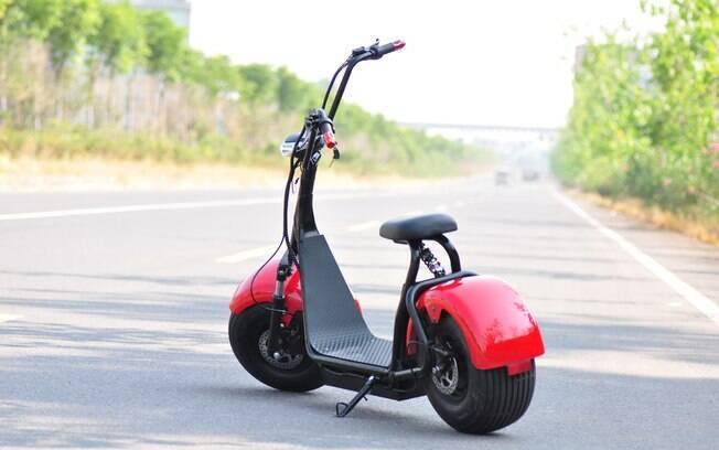 Pneus largos e freios a disco contribuem com a parte dinâmica do veículo elétrico que pode atingir 50 km/h