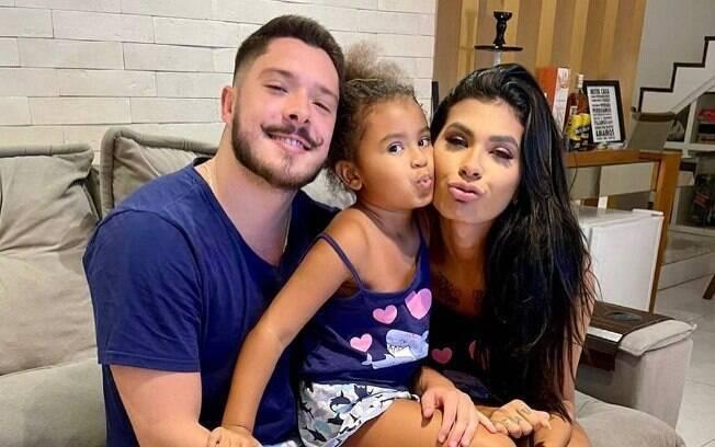 Ronan Souza, noivo de Pocah, ficou encarregado de cuidar da filha dela