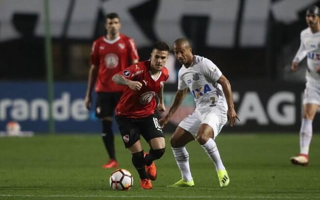 Santos e Independiente empataram em 0 a 0 no Pacaembu. Time argentino venceu no agregado por 3 a 0.