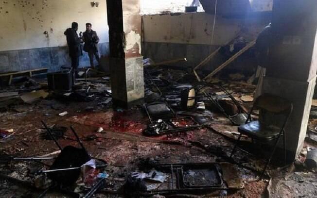 Alvo do ataque suicida era o centro cultural Tabayan, em Cabul. O Estado Islâmico assumiu a autoria do atentado