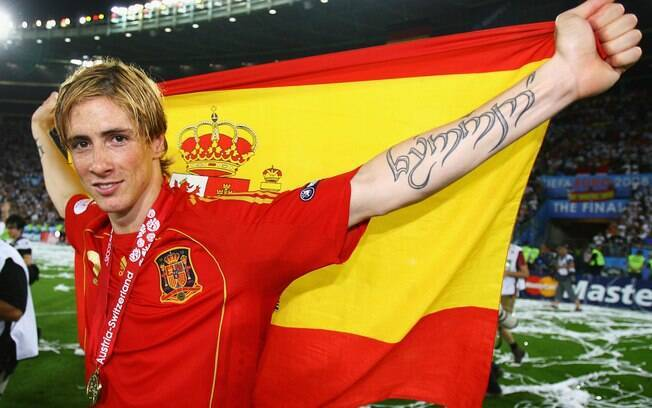 Fernando Torres escreveu seu nome em élfico%2C língua fictícia do Senhos dos Anéis. O pior de tudo é que soletrou errado%3A