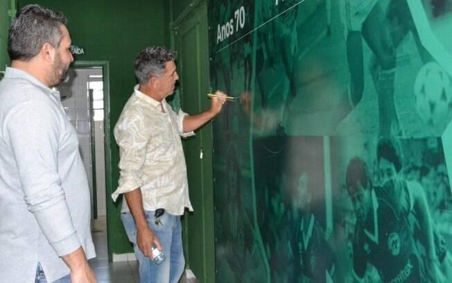 Careca visita Guarani e conhece projeto da base