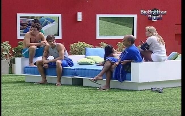 Brothers conversam no futon sobre dia da eliminação dos emparedados
