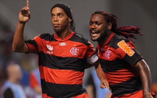Parceria de Love com Ronaldinho durou pouco.  Meia acabou deixando o clube durante a temporada  para atuar no Atlético-MG