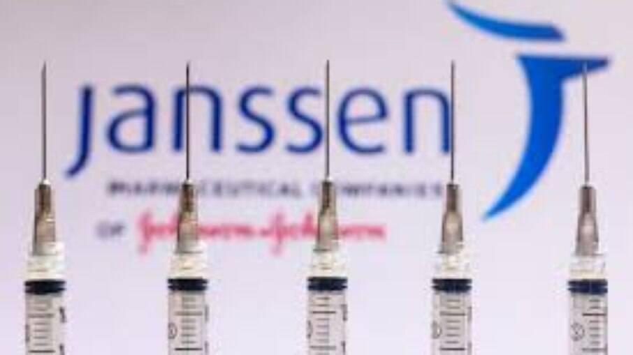 Vacina da Janssen, que é de dose única, pode ter eficácia maior em duas doses