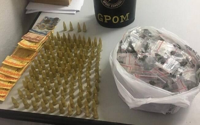 Morador aciona GM após encontrar sacola com drogas no quintal