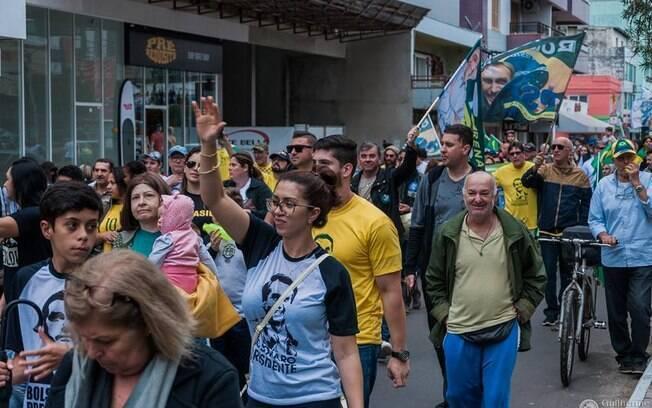 Protestos contra Bolsonaro aconteceram pelo país, mas não só: na foto, manifestantes em apoio ao deputado no Rio Grande do Sul