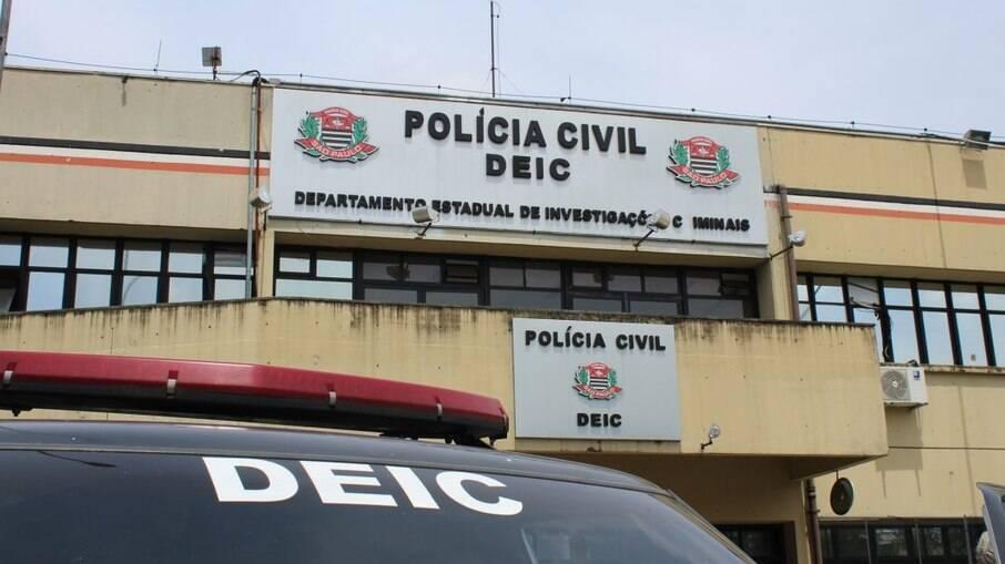Dois policiais civis foram presos por supostamente sequestrar e extorquir um membro do Primeiro Comando da Capital (PCC)