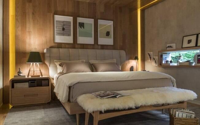 Inspirado no arquiteto finlandês, Alvar Aalto, o quarto e os móveis projetados por Marina Linhares abusam dos tons são crus e acabamentos naturais para trazer mais acolhimento