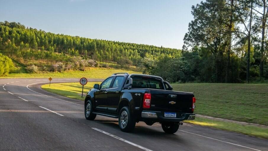 Alerta de mudança indevida de faixa está entre os dispositivos eletrônicos da Chevrolet S10 da linha 2022