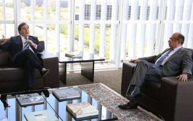 Rodrigo Maia e o presidente do Tribunal Superior Eleitoral, Gilmar Mendes, conversam sobre reforma eleitoral