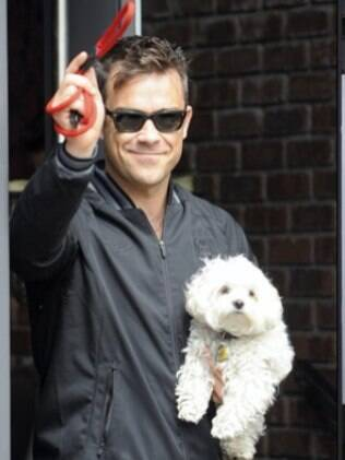 Robbie Williams quer esculturas de seus cães em seu jardim