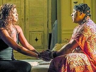 Ailton Graça em cena como Xana, ao lado de Cris Vianna (Juliana)