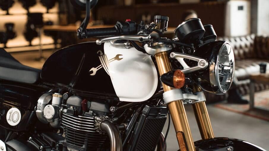 Triumph Thruxton 1.200 RS vem com pintura única feita à mão pelos profissionais da marca inglesa